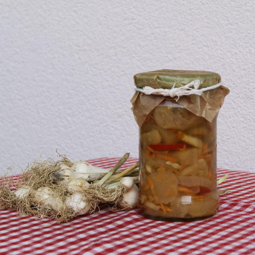 sałatka z ogórków,pieczarek,marchewki i cebuli