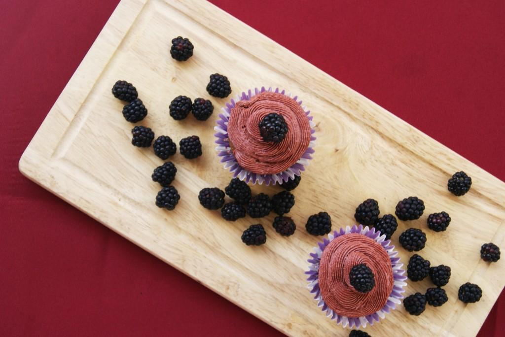 muffinki z kremem jezynowym