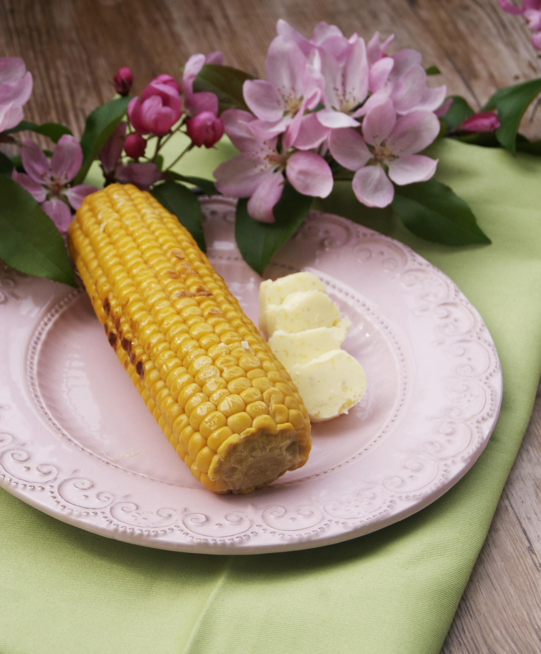 kukurydza-z-maslem-czosnkowym