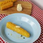 Kukurydza na dwa sposoby z masłem czosnkowym