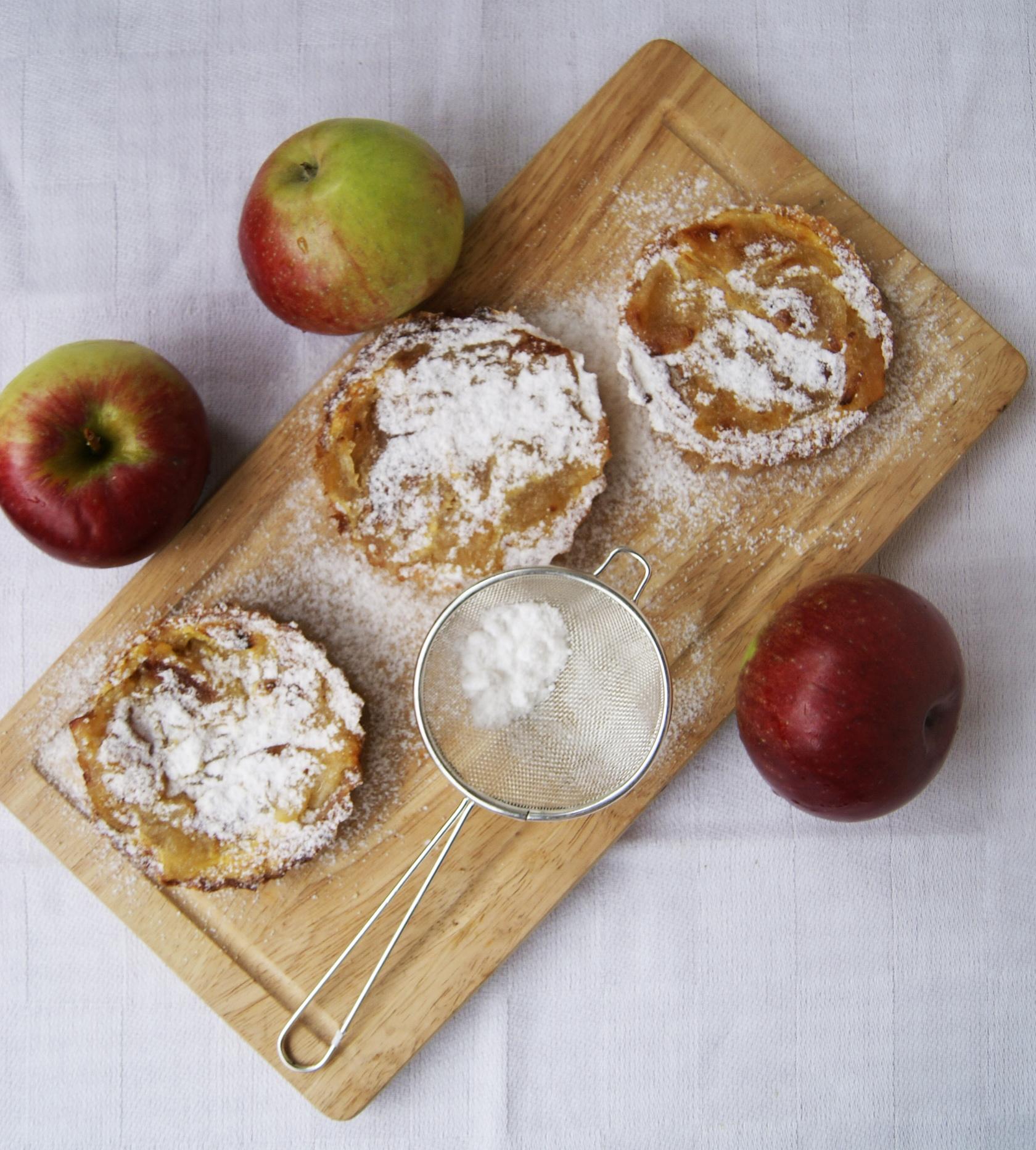 Miodowe-tartelki-z-jablkiem