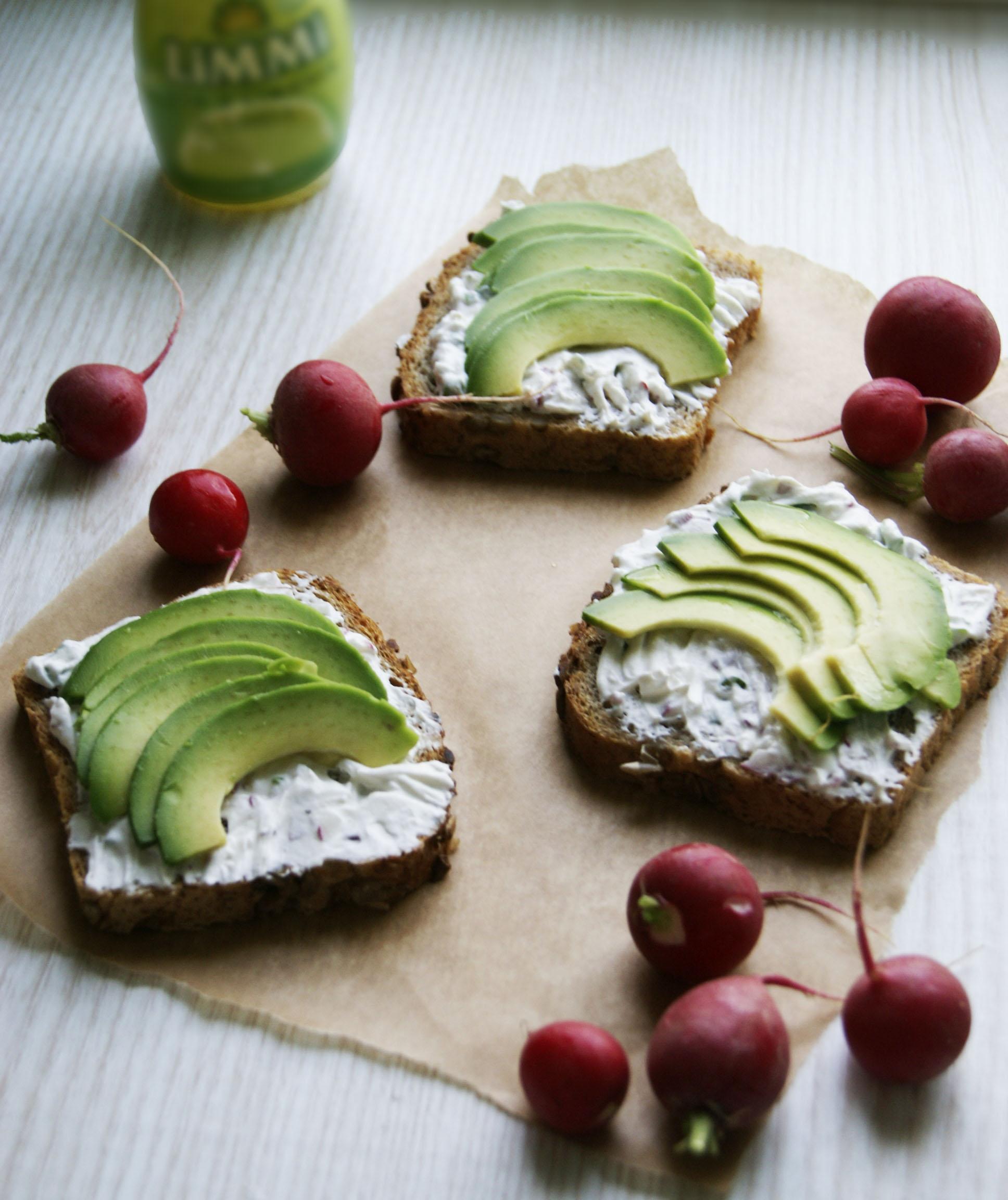 kanapki-z-twarozkiem-i-avocado
