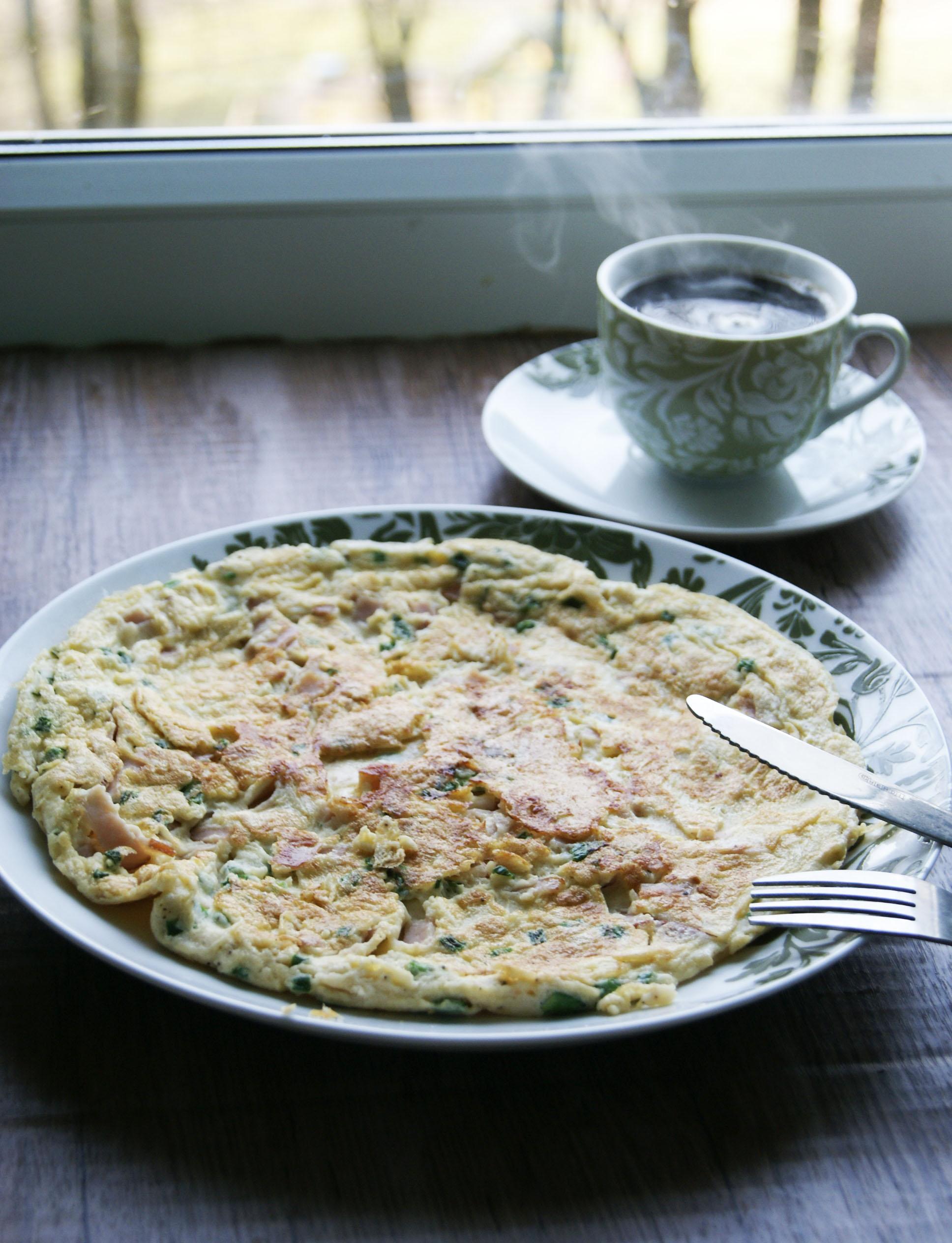 omlet-z-szynka-i-szczypiorkiem
