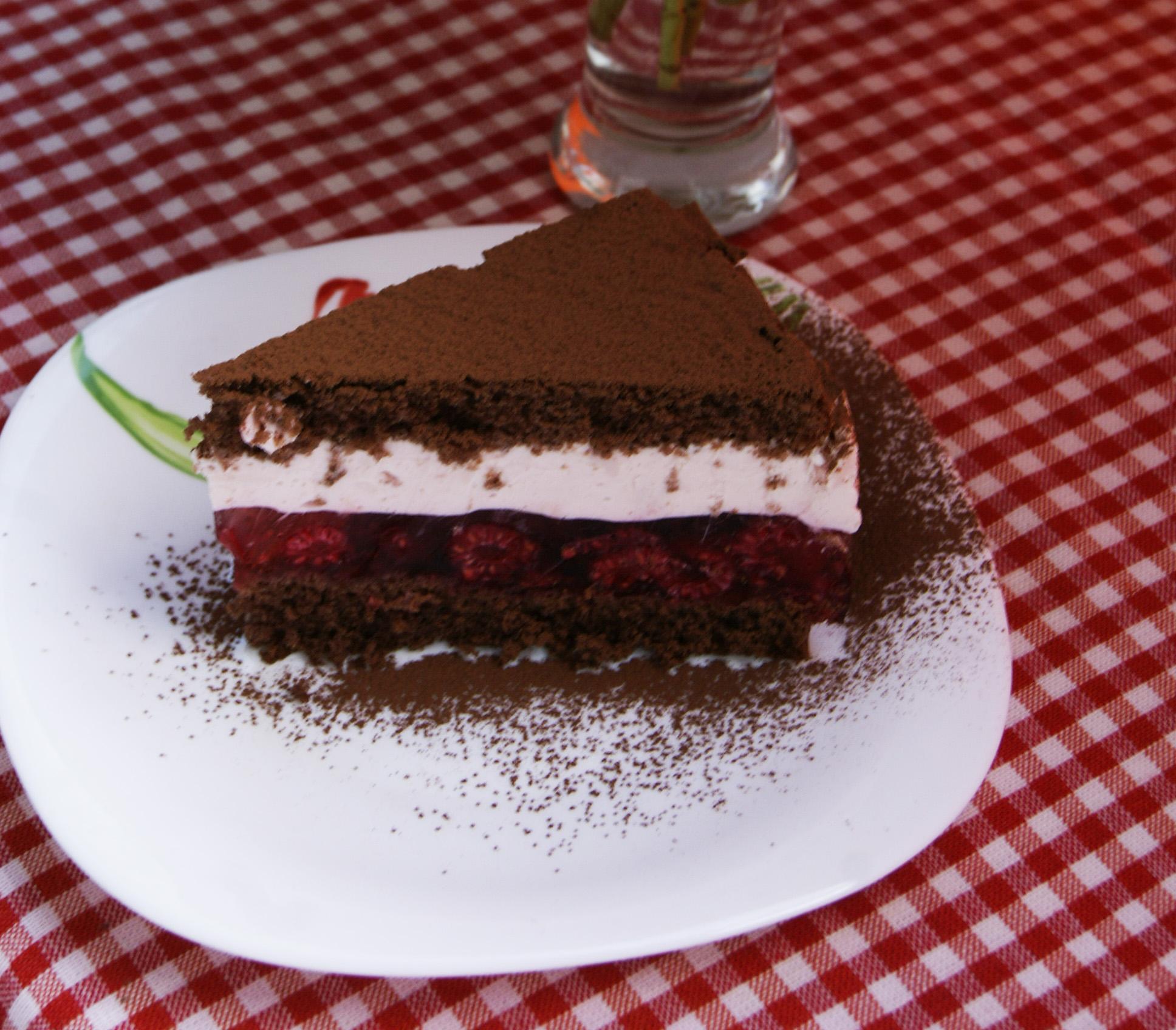ciasto-z-malinami-i-pianka