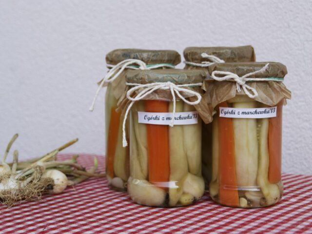 Sałatka z ogórkami i marchewką