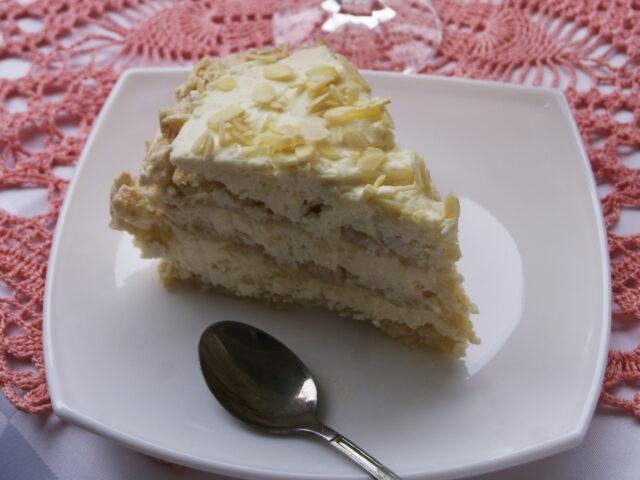 Bezowy tort rafaello