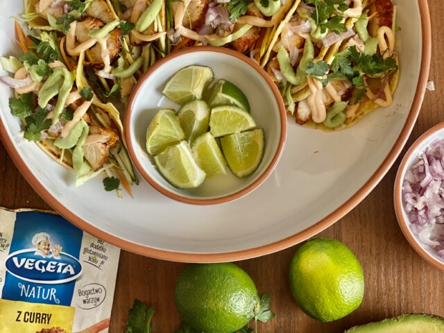 Tacos z kurczakiem curry i dwoma sosami