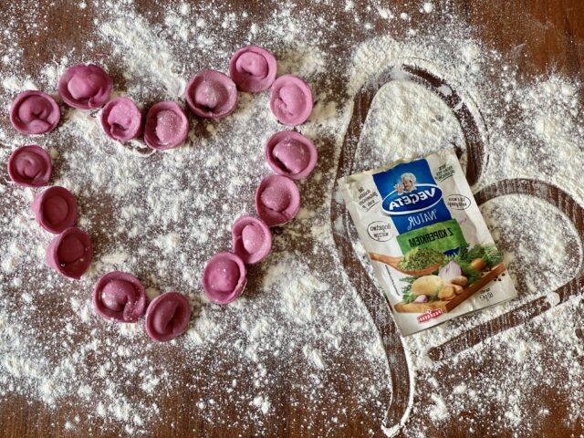 Różowe tortellini z kozim serem