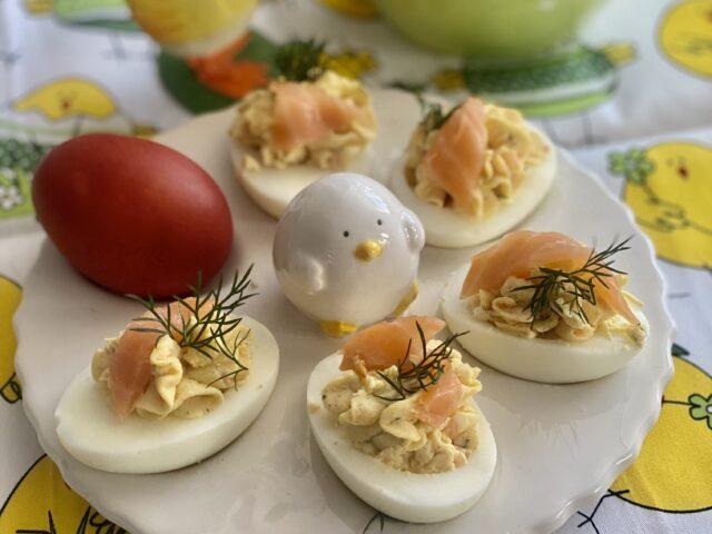 Jajka z farszem łososiowym