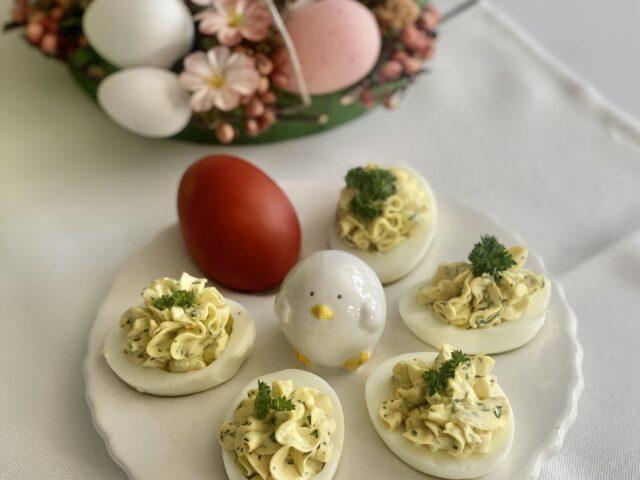 Jajka z ziołowym farszem