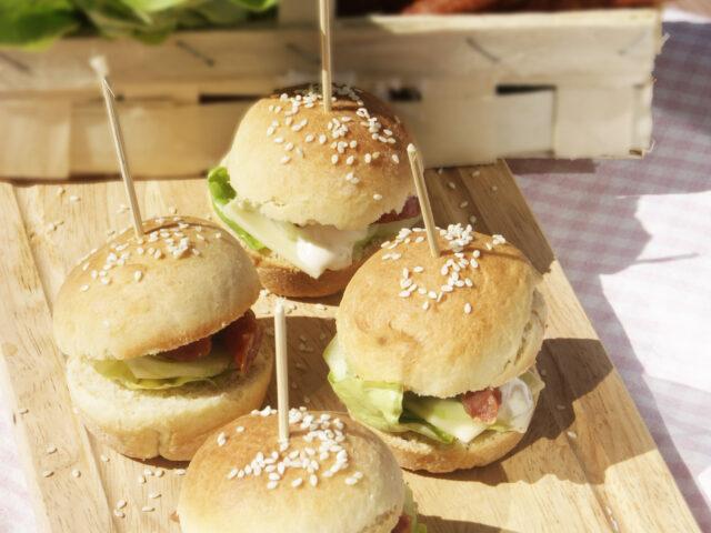 Piknikowe mini burgery z kabanosami