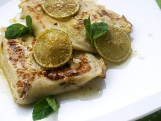 Deser- Naleśniki z twarogiem i orzechami w sosie limonkowo- miętowym