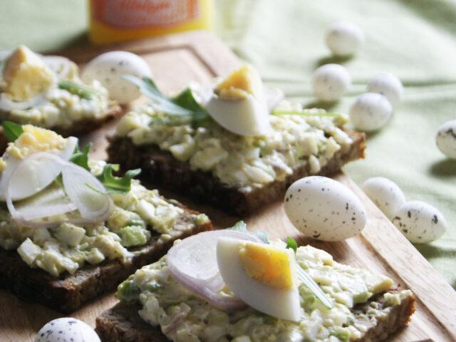 Pasta jajeczna z avocado i szaltoką