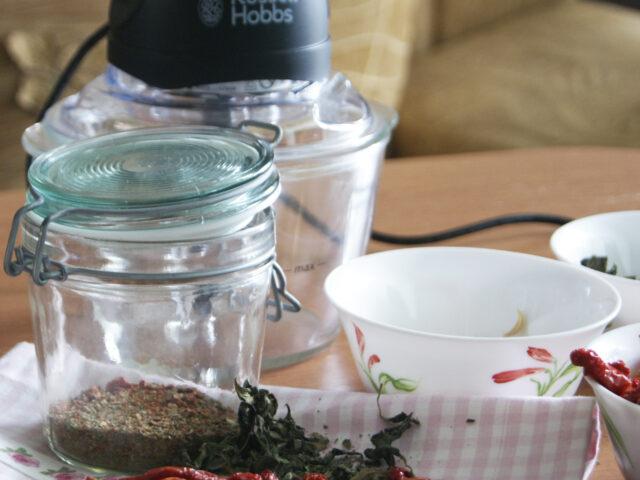 Rozdrabniacz Russell Hobbs i domowa przyprawa – pomidory z czosnkiem i bazylią