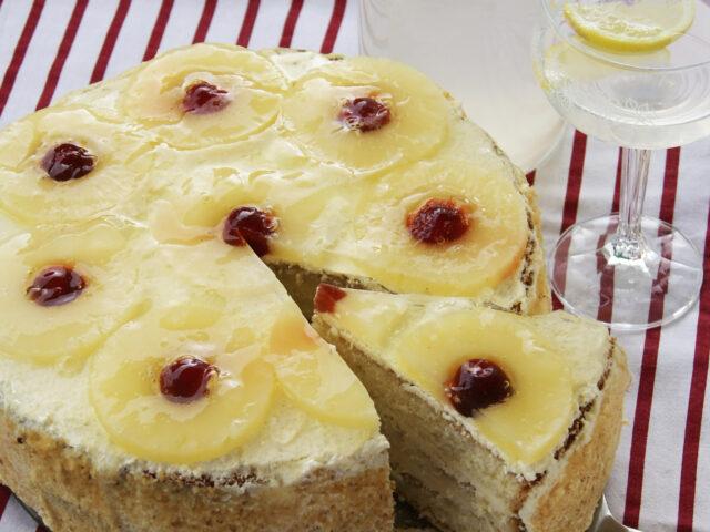Tort ananasowy z twarogowym kremem