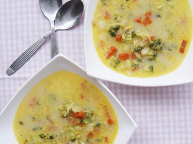 Zupa z cheddarem i warzywami