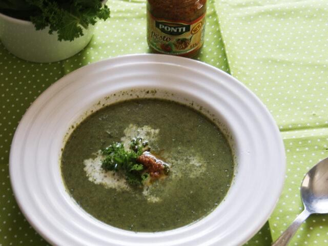 Zupa krem z jarmużu z pesto
