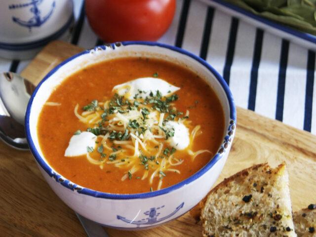 Zupa krem z pomidora z serem